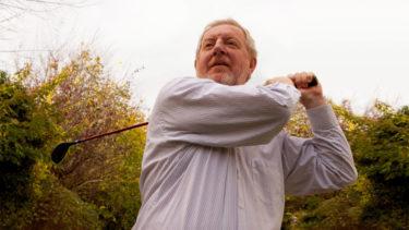 ゴルフ初心者の悩みを解決!スイングの軌道を改善するには?