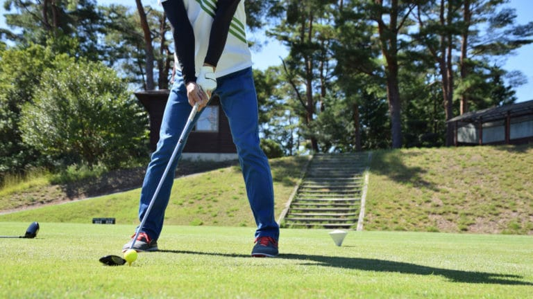 ゴルフ初心者でもわかる!構え方やスイング