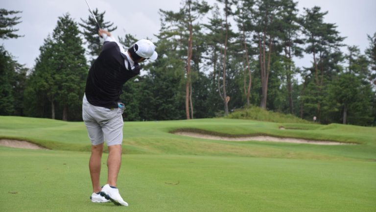 夏のゴルフはマナーさえ守ればハーフパンツスタイルが快適・おしゃれ!