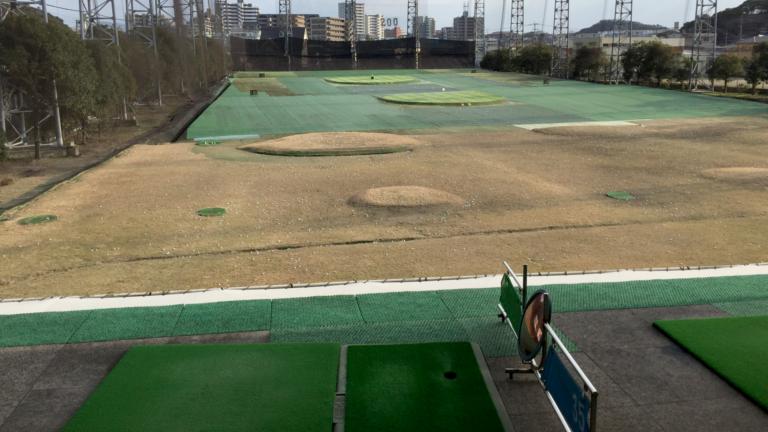 ゴルフの打ち放題サービスを利用した練習方法と注意点について